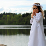 Ola - sesja zdjęciowa z I Komunii Św., licencja na fotografowanie w kościele, fotograf rodzinny Bystydzieńska. Gdynia, Trójmiasto